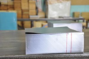 薄さ0.02mmまで薄くして製造することができます。